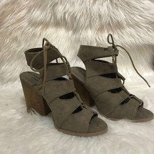 QUPID / Lace Up Block Heeled Sandals / SZ 8.5